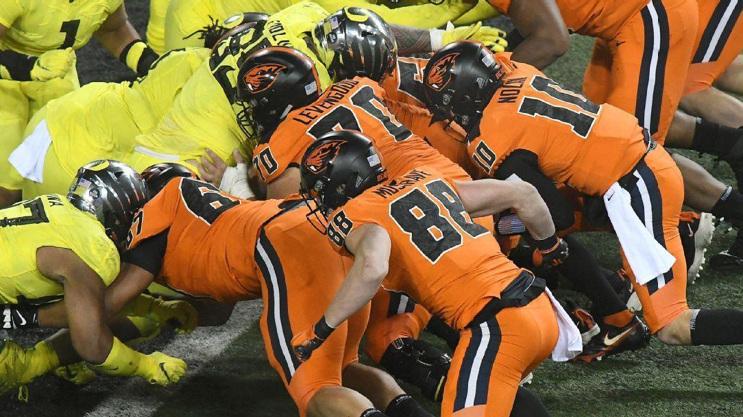 Wild goal-line sequence ends up with backup QB scoring Oregon State TD