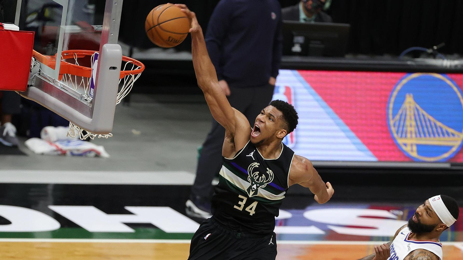 Giannis soars for vicious slam to help solidify Bucks' win