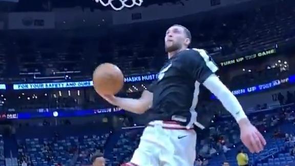 LaVine breaks out dunk contest-worthy slam in pregame