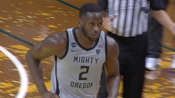 Omoruyi steals and slams for Oregon