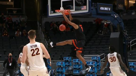 Thompson hauls in the TD pass and dunks it home for Oregon State