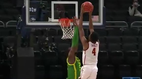 Evan Mobley soars for posterizing dunk vs. Oregon