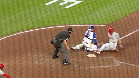 Phillies score go-ahead run on controversial call at the plate