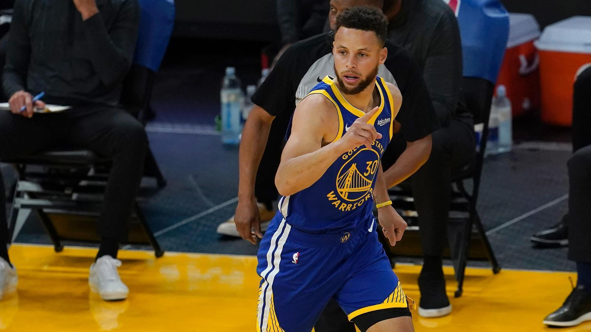 Steph's layup makes him Warriors' all-time leading scorer