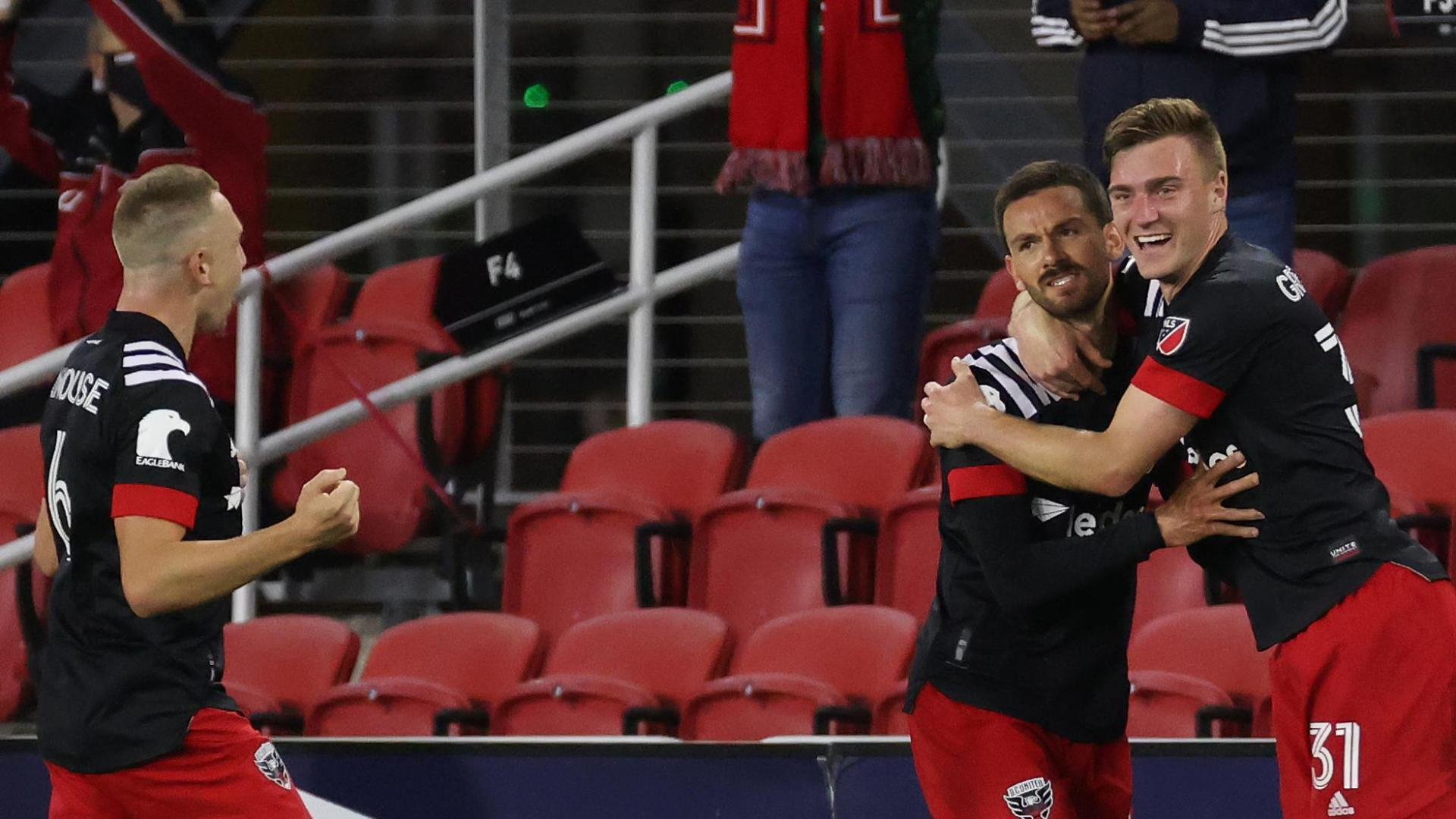 D.C. United's Hines-Ike scores an incredible goal in 2-1 win