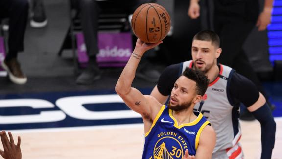 Curry's first 3-pointer of game comes in third quarter