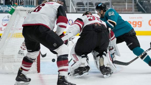Labanc increases Sharks' lead with a goal in front