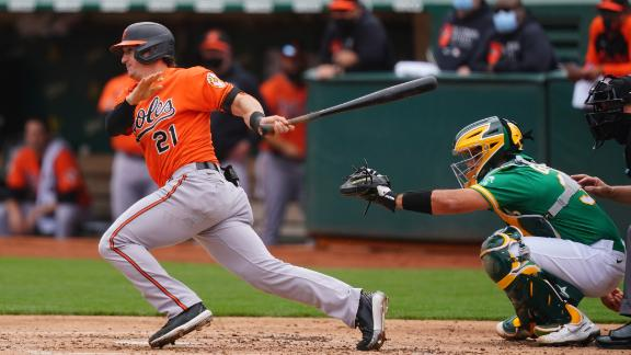 Hays' seeing-eye single, errant throw clears bases for O's