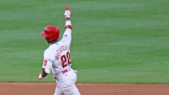 McCutchen belts homers in back-to-back innings