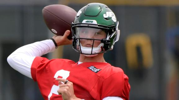 Zach Wilson gets in reps during rookie camp