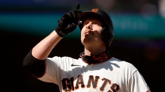 Giants' lead expands on Slater's 456-foot homer