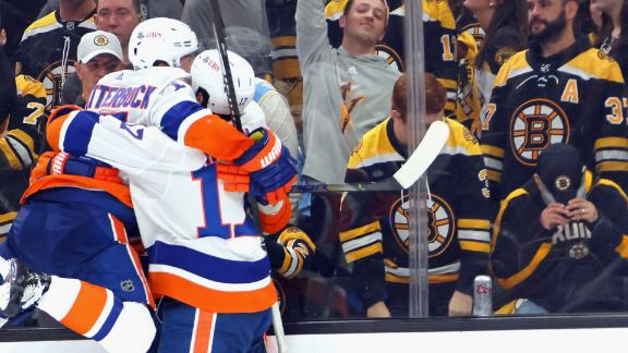 Cizikas scores OT winner for Islanders in Game 2