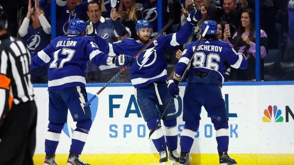 Lightning score 3 unanswered 2nd-period goals to take Game 4