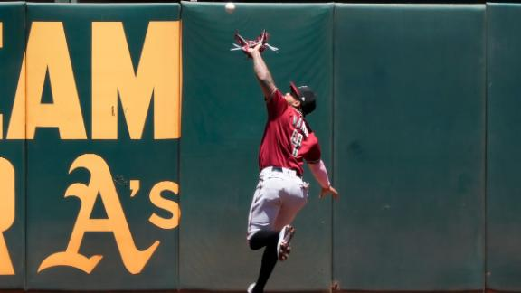 Out or triple? Controversy ensues after Ketel Marte drops a catch