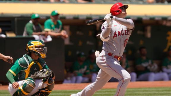 Ohtani's home run travels 435 feet