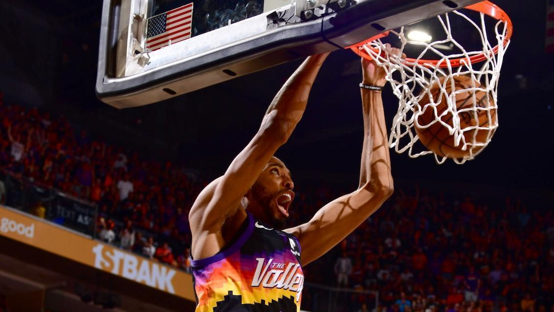 Booker's lob to Bridges ignites the crowd, notches triple-double