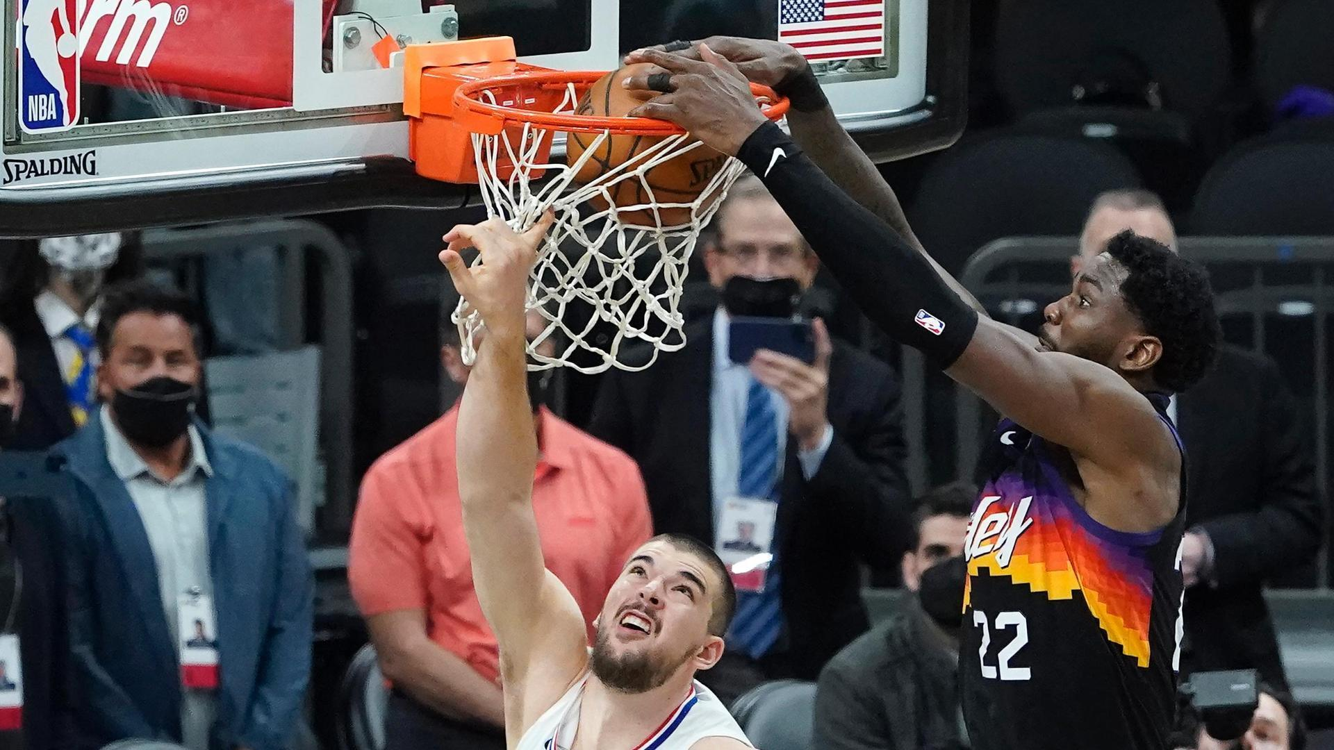 Ayton stuns Clippers with game-winning alley-oop in final second