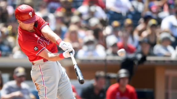 Hoskins homers in back-to-back innings as Phillies top Padres