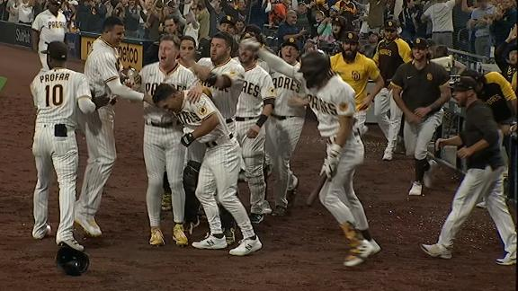 Padres walk off on wild pitch in the 10th