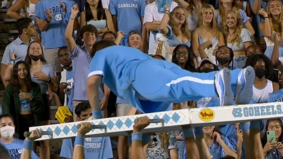 UNC cheerleader struggles to finish push-ups after 59th point