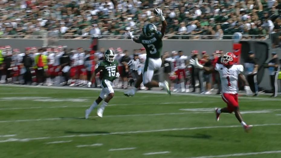 Michigan State DB hauls in incredible one-handed INT