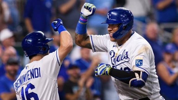 Salvador Perez's 43rd HR puts Royals ahead for good