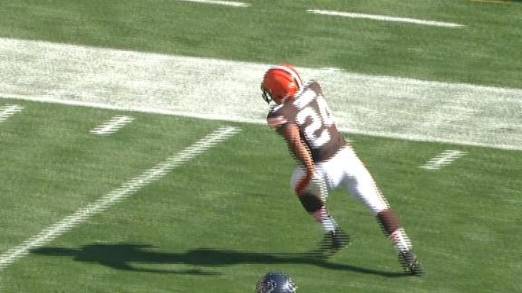 Nick Chubb breaks off a 26-yard TD run