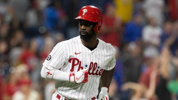 Phillies go up on McCutchen's 2-run HR