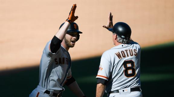 Slater swats 3-run homer to give Giants 6th-inning lead
