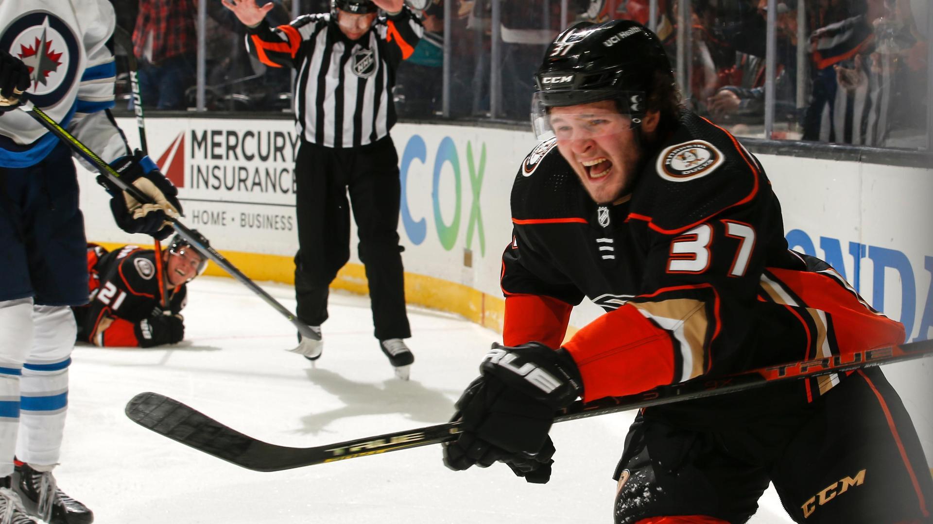 18-year-old Mason McTavish scores in NHL debut