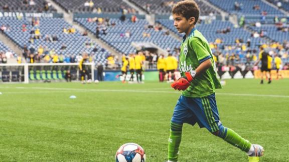 8-year-old makes save in ceremonial start for Seattle Sounders