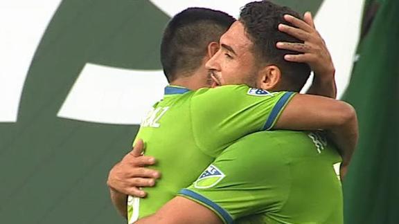 Roldan taps Seattle in front at Portland