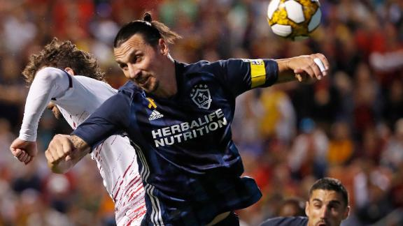 Zlatan's goal secures playoffs for Galaxy