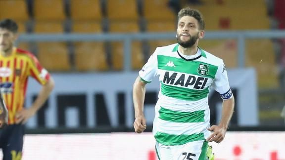 Sassuolo's Berardi salvages draw vs. Lecce