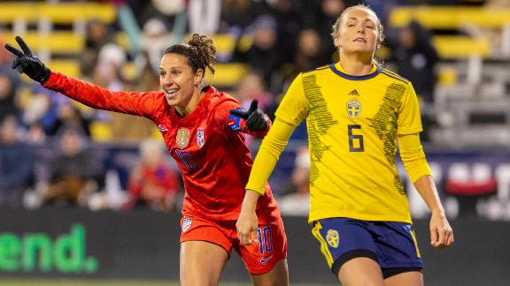 Carli Lloyd scores twice to lead USWNT past Sweden