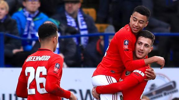 Lingard's curler puts Man United 3-0 up