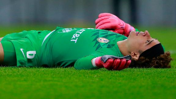 Is Memo Ochoa really at risk of being benched?