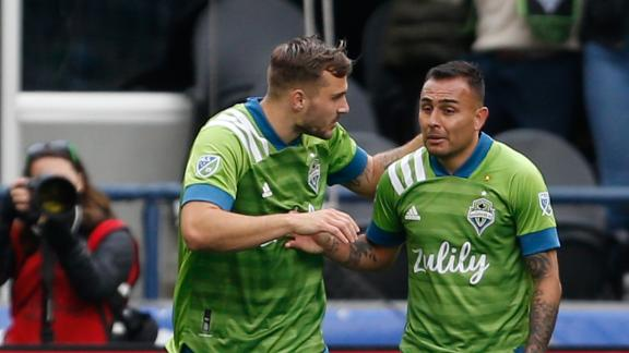 Morris' late winner lifts Sounders