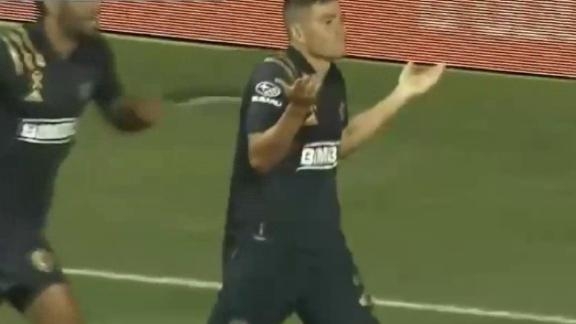 Fontana chips the keeper to get Union on the board