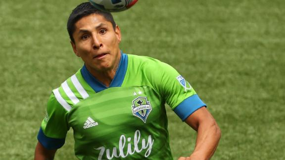 Wild sequence of penalties sees Sounders take 1-0 lead