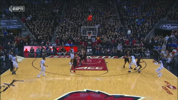 Barrett between-the-legs dish to Reddish for game-tying 3