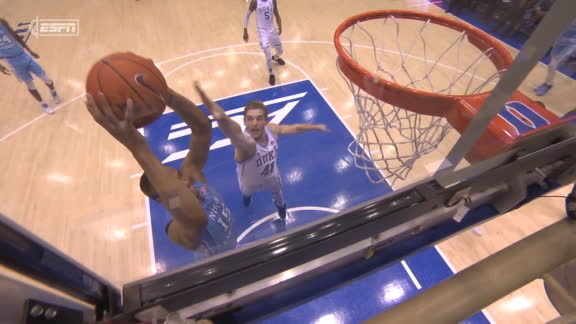 UNC closes out 1st half with a transition dunk