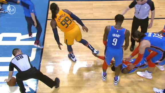Schroder grabs Crowder's foot on double technical call