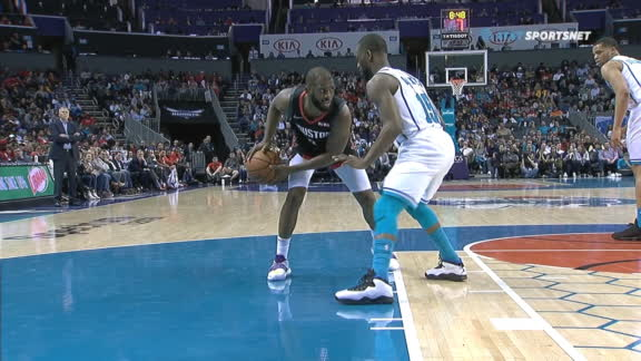 Paul pulls up for 3 over Kemba