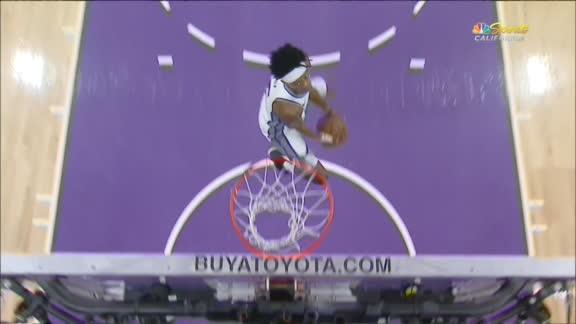 Fox throws down double-clutch dunk