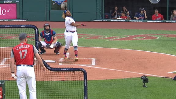 Vlad Jr. cranks 476-foot homer