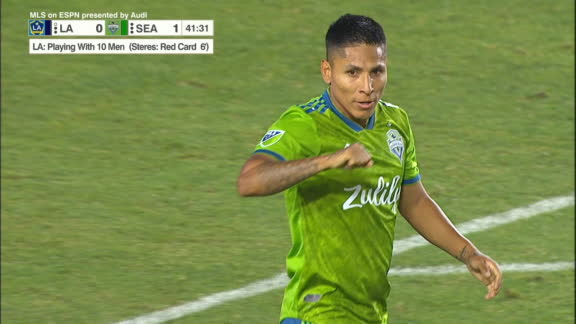 Ruidiaz gets in to score for Seattle