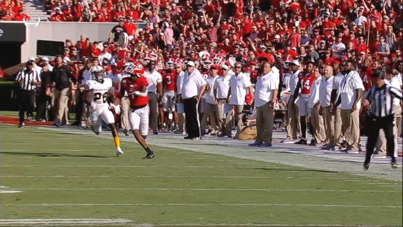 Georgia's Pickens dives for impressive catch