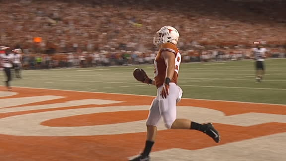 Texas regains lead on trick play