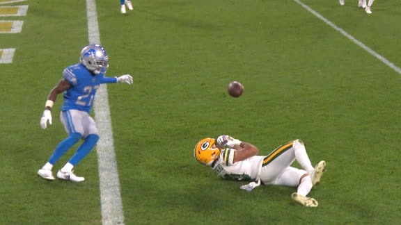 Rodgers' pass goes off Shepherd's helmet, Lions intercept it